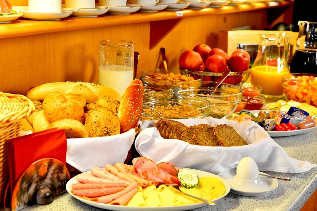 Gästehaus-der-Augustiner-5-Frühstück-klein